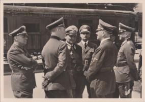 Compiegne 1940 - De Führer vor dem Verhandlungswagen