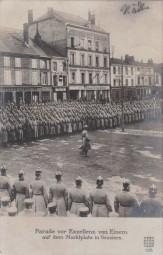 Parade vor Exzellenz von Einem auf dem Marktplatz in Vouziers 1916