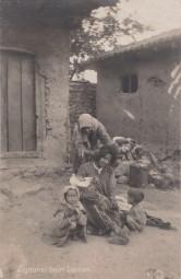 Zigeuner beim Lausen 1918